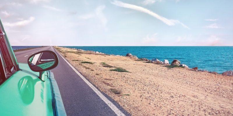 Publier sur les réseaux sociaux pendant les vacances : est-ce une bonne idée ?